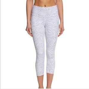 ALO Yoga High Waist Airbrush Capri White Zebra